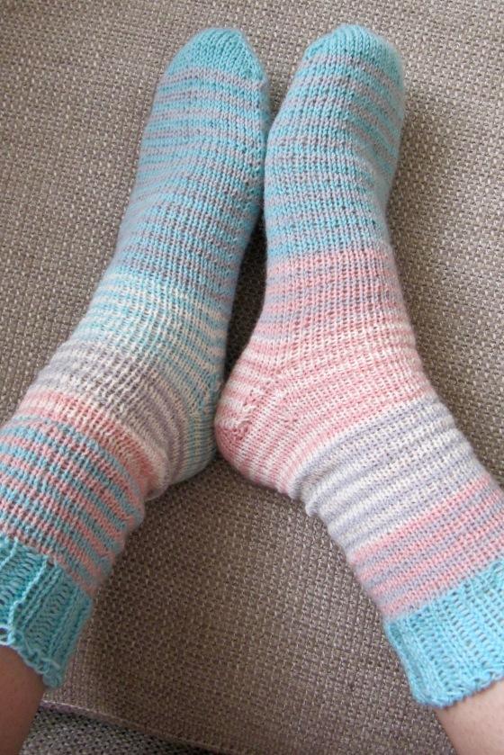 Streifenwolle schoenstricken haekelmonster Socken