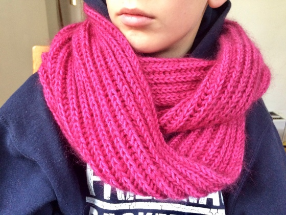 Häkelmonster pink infinity scarf