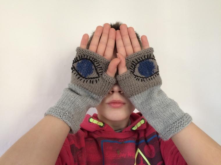 Evil-Eye-Gloves March-for-our-Lives Häkelmonster