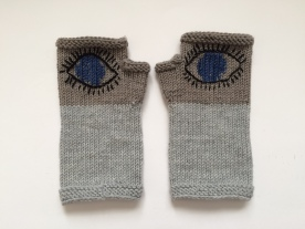 Evil-Eye-Gloves March-for-our-Lives Häkelmonster